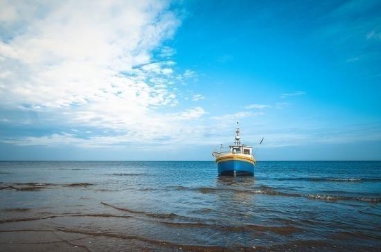 Плановые проверки рыболовецких судов в районе промысла могут отменить