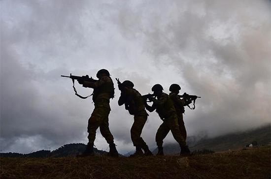 Российские военные прекратили конфликт между солдатами США и жителями Сирии