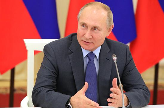 Путин считает правильным закрепить в Конституции положение о молодежной политике