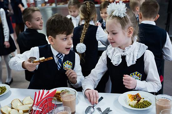 Госдума во втором чтении приняла законопроект о горячем питании в школах