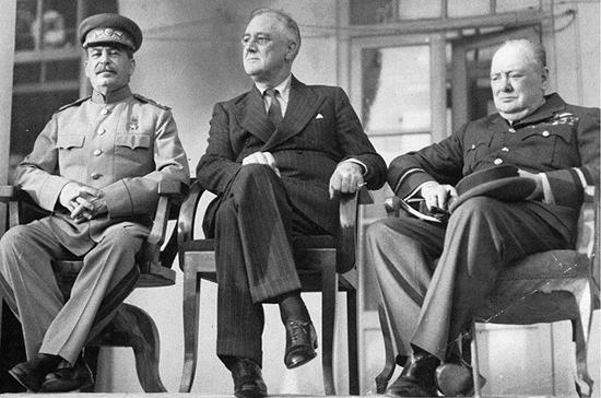 Почему в США и Великобритании фальсифицировали наследие Рузвельта и Черчилля