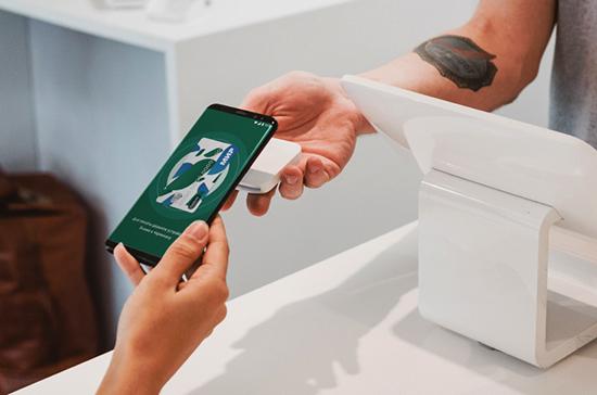 Платёжную систему «Мир» предлагают устанавливать на все смартфоны в России