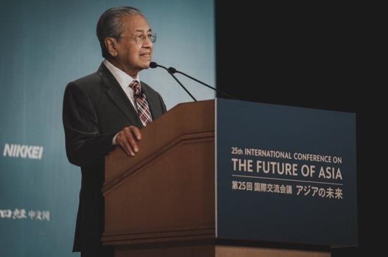 Премьер-министр Малайзии подал в отставку