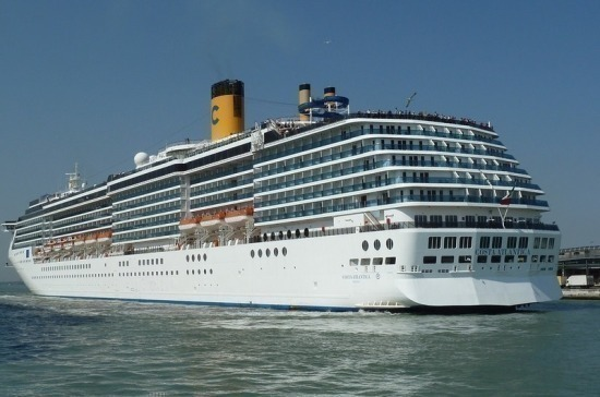 Украинцы отказались эвакуироваться с круизного лайнера Diamond Princess, пишут СМИ