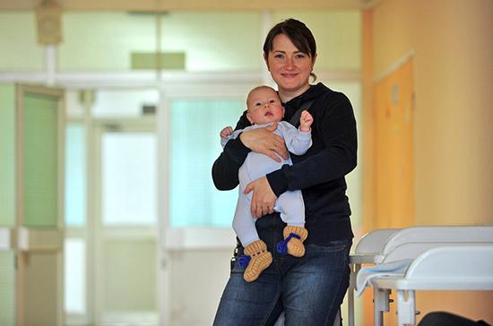 Материнский капитал выплатят при рождении первого ребёнка