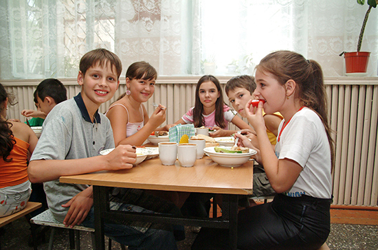 В Минпросвещения назвали примерную стоимость школьных обедов для младшеклассников