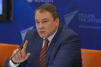 Толстой: президент внес в Госдуму поправку о признании брака союзом мужчины и женщины
