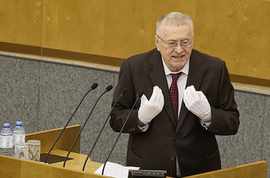 Жириновский раздал депутатам медицинские перчатки