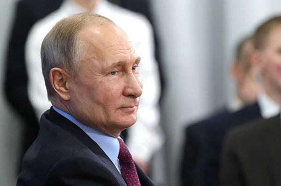 Путин заявил о важности возвращения в Конституцию норм о роли человека труда