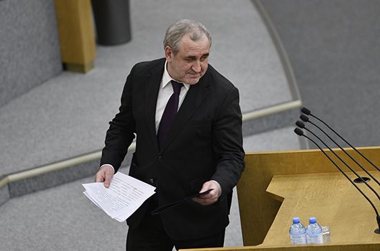 Неверов призвал не перегружать Конституцию предложениями, более уместными в законах