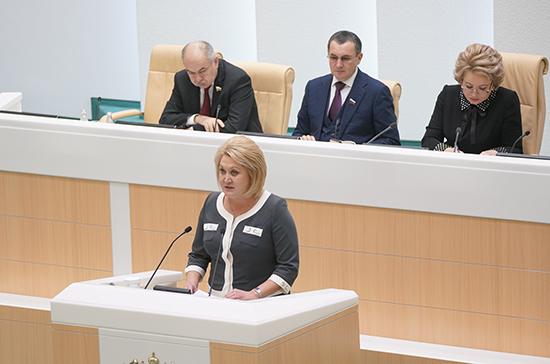 Гумерова отметила закрепление в Конституции значимости русского языка