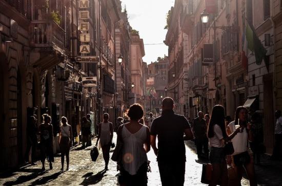 Италия отправляет обратно прибывающих туристов