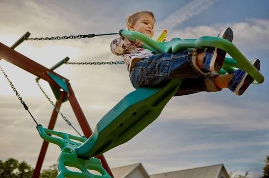 Жители Подмосковья определили места для установки 200 новых детских площадок