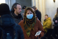 Половина россиян не опасаются заразиться коронавирусом, показал опрос