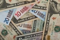 Курс доллара на Мосбирже снизился почти до 74 рублей