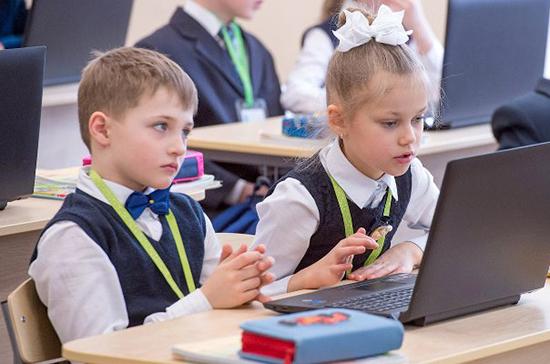 В Минпросвещения рекомендовали временно перейти на дистанционное обучение