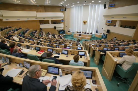 Совет Федерации запросит в Минпромторге информацию об отсутствии медмасок в аптеках