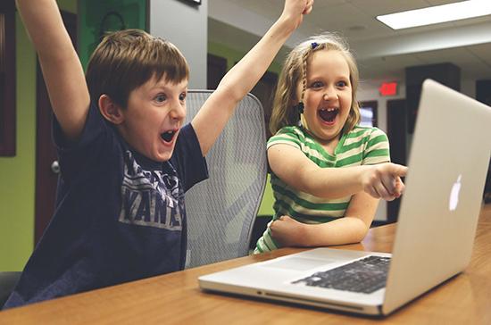 Как петербургские школьники будут учиться из дома