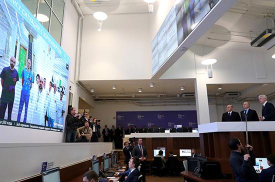 Информационный центр по коронавирусу помогает опровергнуть фейки, заявил Чернышенко