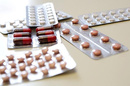 Госдума приняла в первом чтении законопроект о сдерживании цен на лекарства