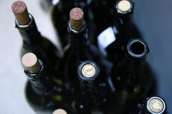 В Минпромторге рассказали, когда может быть принято решение о продаже алкоголя онлайн