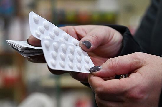 Госдума приняла во втором чтении законопроект о сдерживании цен на лекарства