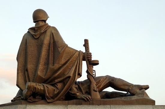 За осквернение памятников воинам могут ввести уголовные сроки и миллионные штрафы
