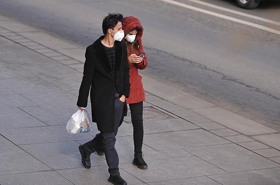 Психолог: паника из-за эпидемии может быть опаснее самого вируса