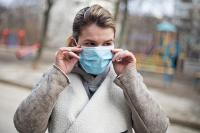 Заразиться коронавирусом боятся 70% россиян, показал опрос