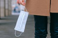 Китай отправил Литве в дар 20 тысяч медицинских масок и 120 тысяч пар перчаток