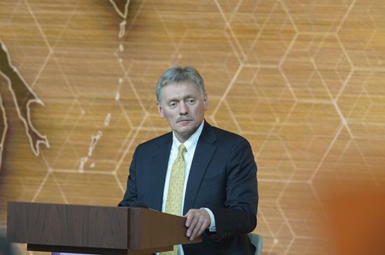 Возможность закрытия Москвы на карантин не обсуждается, заявил Песков