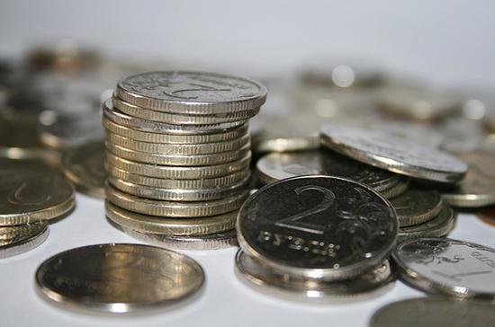 Курс рубля вырос к доллару и евро на открытии торгов