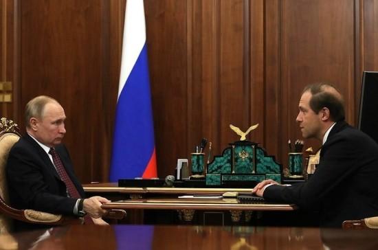 Мантуров рассказал Путину, когда появятся медицинские маски