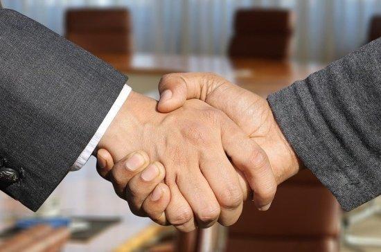 СМИ: глава Саранска запретил сотрудникам мэрии рукопожатия