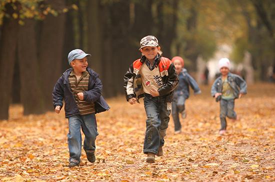 Выплаты на детей от 3 до 7 лет введут уже в июне