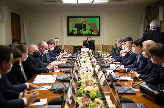Комитет Совета Федерации провёл заседание в медицинских масках