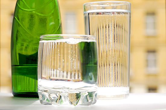 Правительство утвердило сроки проведения эксперимента по маркировке воды