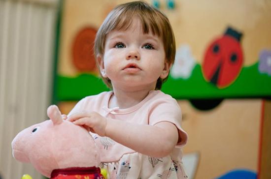 Только работающим петербуржцам разрешили отводить детей в детские сады