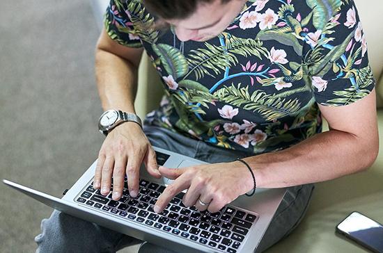 Эксперт призвал жёстко реагировать на фейки о коронавирусе в американских соцсетях
