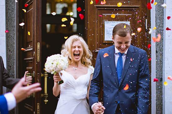 В Минюсте предложили приостановить заключение и расторжение браков