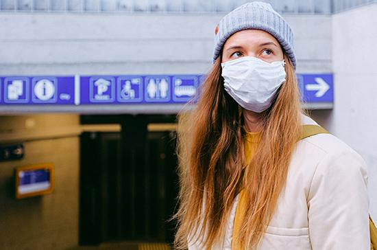 Вирусолог объяснила распространение коронавируса среди молодых людей