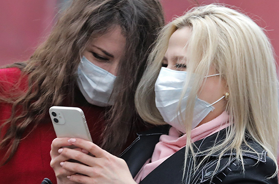 Эксперт: медицинская маска дает ложное ощущение защиты от коронавируса