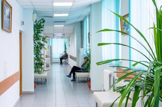 Пациентов перепрофилируемых под COVID-19 федеральных медцентров переведут в клиники Москвы