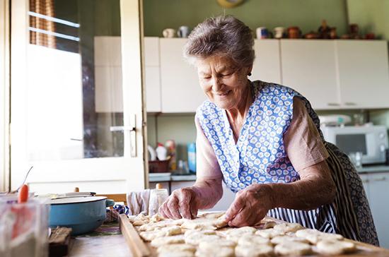 Вторую часть матпомощи пожилым москвичам выплатят после 14 апреля