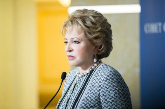 Россияне стали чаще покупать водку из-за нехватки антисептиков, заявила Матвиенко
