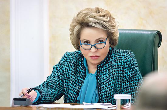 Матвиенко призвала главу Минцифры отчитаться о российских разработках мессенджеров