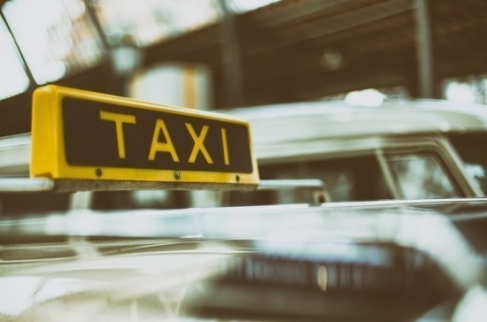 Россиянам рассказали правила безопасных поездок в такси при коронавирусе