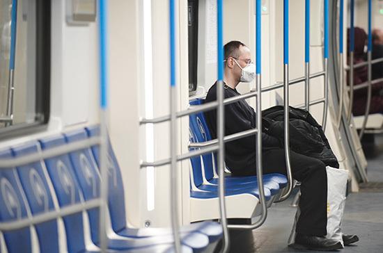 В Петербурге пассажиров в метро стало меньше в семь раз