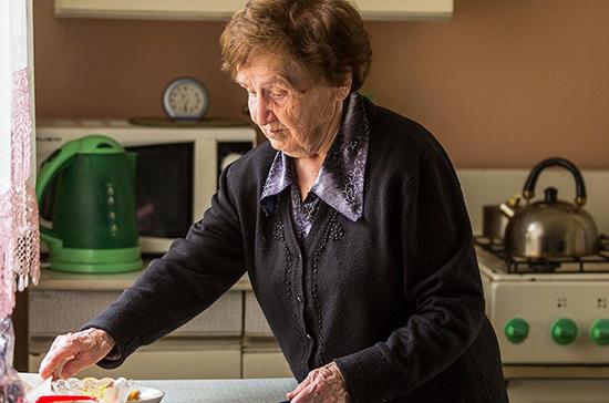 Кабмин выделил 242 млн рублей на помощь пожилым в условиях пандемии