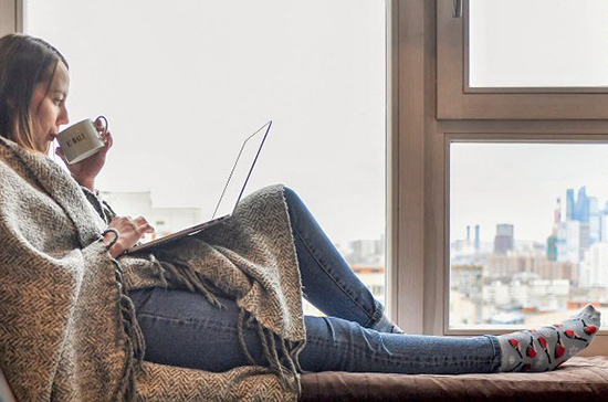 Около 900 пациентов с коронавирусом в легкой форме в Москве лечатся на дому